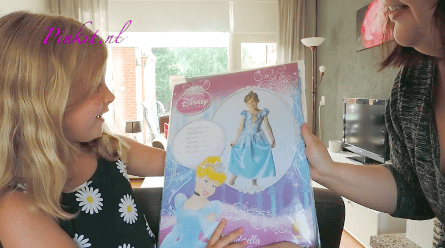 KIDS: UNBOXING DISNEY CINDERELLA + WIN