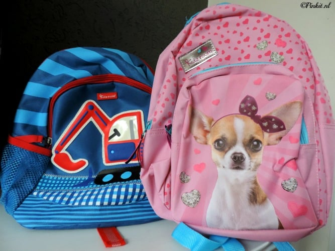 8acfc02230a Ik mag dus twee Kidzroom rugzakken weg geven een jongens variant met een  stoere graver erop. En een mega schattige roze tas met een hondje er op uit  de Tall ...