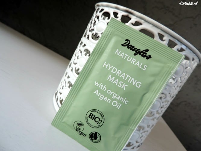 MASK MONDAY | DOUGLAS NATURALS HYDRATING MASK