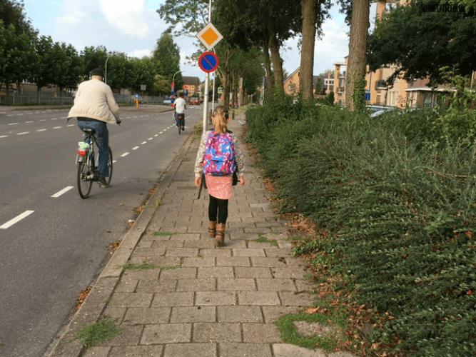MAAK JE OUTFIT COMPLEET MET DEZE SCHOOLTASSEN