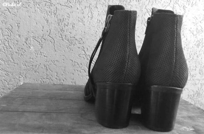 FASHION | BLACK PISTOL BOOTS