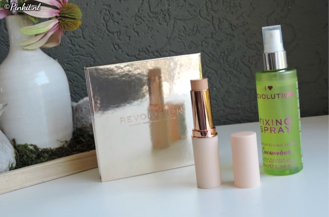 IN THE MIX | MAKEUP REVOLUTION HIGHLIGHTER PALETTE, FAST BASE STICK FOUNDATION & I HEART REVOLUTION FIXING SPRAY
