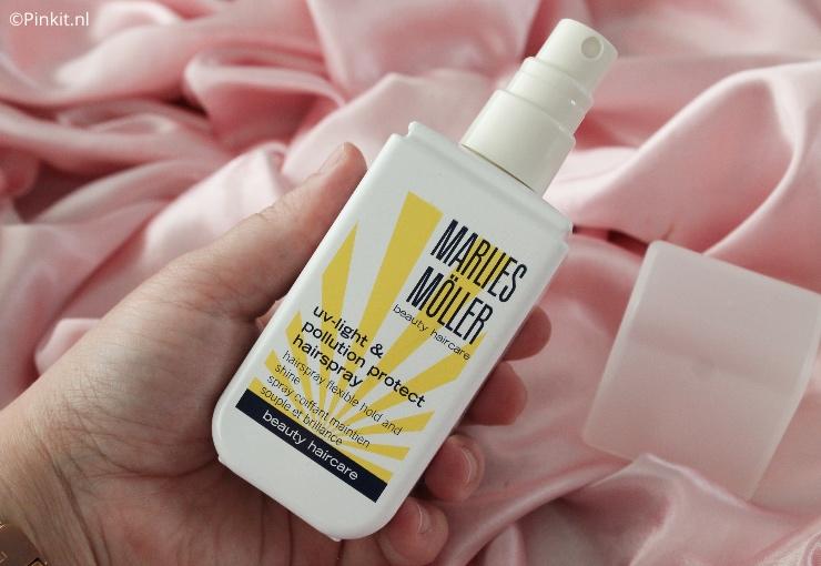 Van het merk Marlies Möller heb ik een aantal producten ontvangen om de komende weken te gaan testen. Inmiddels heb ik alle producten al in gebruik en in dit artikel ga ik wat meer vertellen over de UV-Light & Pollution Protect Hairspray. Over de andere producten vertel ik binnenkort wat meer in een nieuwe In The Mix.