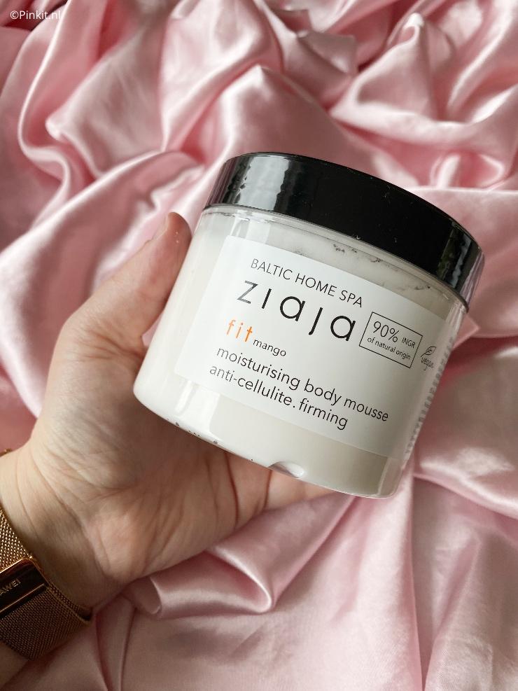 Van Ziaja is er vorige maand een pakket binnengekomen met daarin diverse producten uit de nieuwe Ziaja Baltic Home Spa Lijn. Ik ben direct met deze producten aan de slag gegaan en ik kan alvast verklappen...wauw! Dit merk gebruik ik al jaren en ik ben steeds positief en blij verrast, ook weer met deze nieuwe lancering.