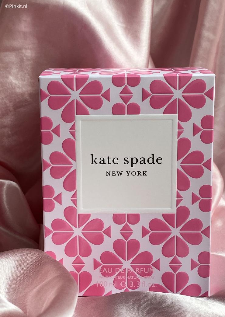 Deze maand lanceert Kate Spade New York een nieuwe geur geïnspireerd door de kenmerkende symbolen van het populaire Amerikaanse modemerk. Het eau de parfum: Kate Spade New York, is een vrolijke en vrouwelijke geur die staat voor onafhankelijkheid.
