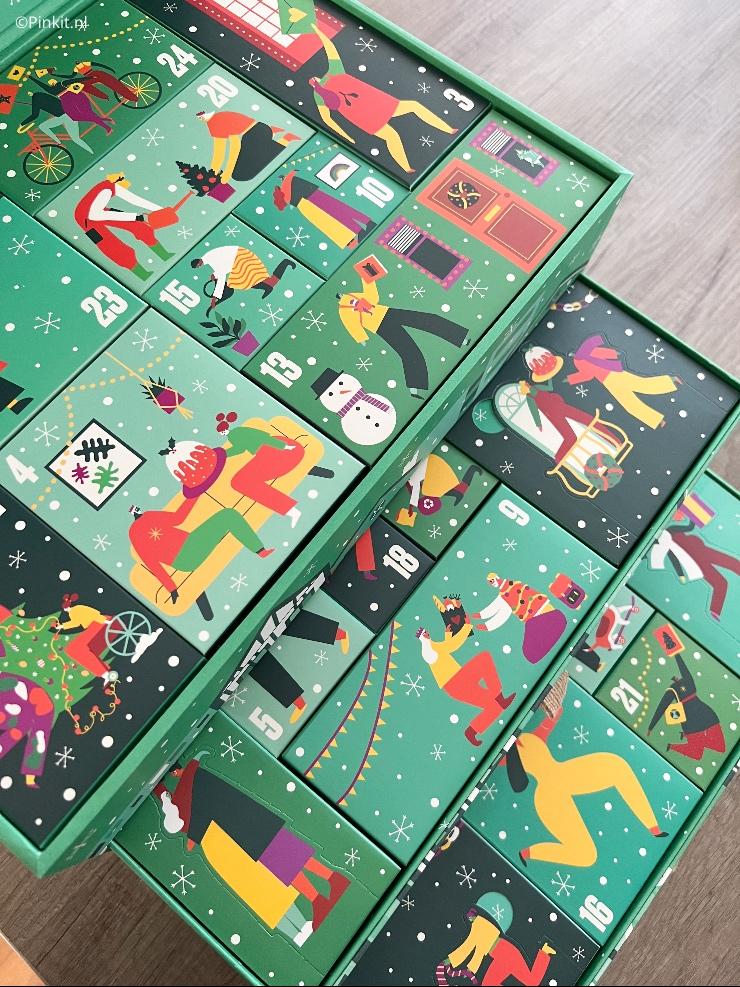 Het aftellen naar Kerst kan beginnen, want de nieuwe adventskalenders van The Body Shop zijn vanaf heden verkrijgbaar. De laatjes bevatten allerlei leuke verrassingen, en ze hebben een gloednieuw, feestelijk pop-updesign waarmee ze je meteen meenemen naar een kleurrijke kerstwereld. De drie adventskalenders zijn dit jaar geïnspireerd op voorbeelden van selfless love, onbaatzuchtige liefde, van mensen overal ter wereld, en ze zijn gevuld met allerlei lekkers en acts of kindness waarmee je elke dag weer, ook in de donkere dagen voor de Kerst, een lichtje kan laten schijnen in het leven van vrienden, familie en gewoon je medemens.